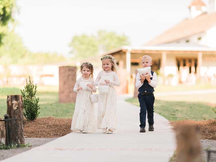 Premier wedding mississippi cover bride lindsay vallas for Elle king s wedding dress