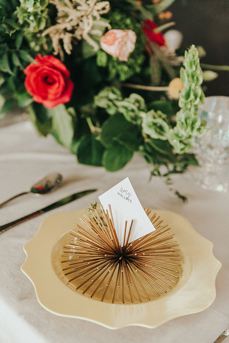 Gold Sunbursts Wedding Decor for Place Cards | photo by Deltalow | featured on I Do Y'all