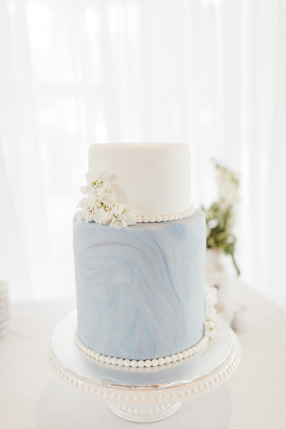 Blue & White Classic Wedding Cake | photo by Ash Simmons Photography | featured on I Do Y'all