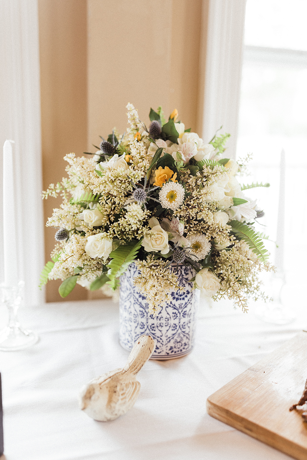 Flowers in Blue & White Vase as Wedding | photo by Ash Simmons Photography | featured on I Do Y'all
