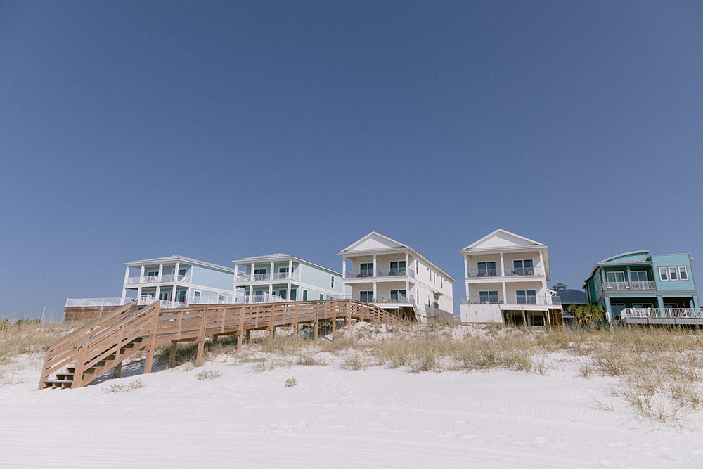 Beach Houses for Wedding Venue | photo by Ash Simmons Photography | featured on I Do Y'all