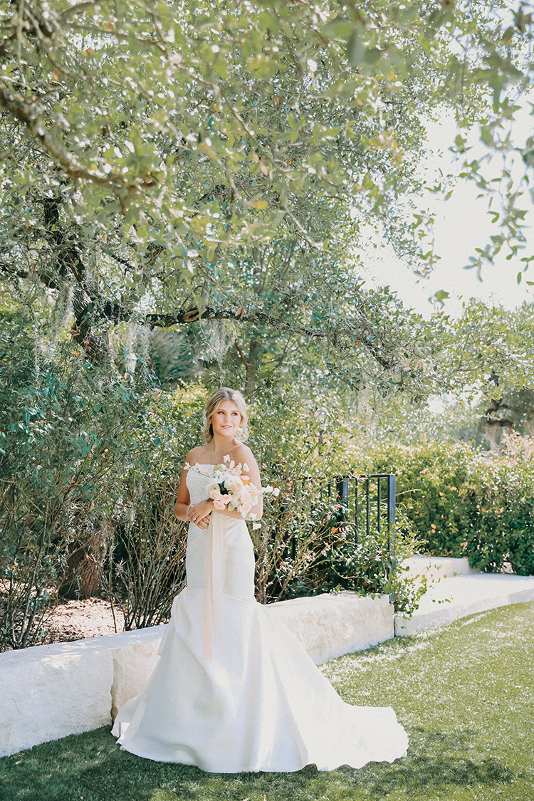 Outdoor Peachy Modern Take on Classic Bridal Look | photo by Pendo Photography | featured on I Do Y'all