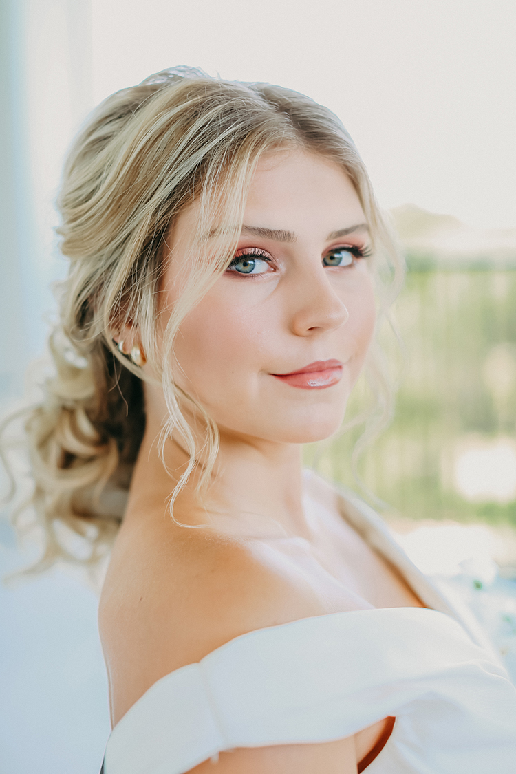 Peach Spring Wedding Makeup with Loose Curls | photo by Pendo Photography | featured on I Do Y'all