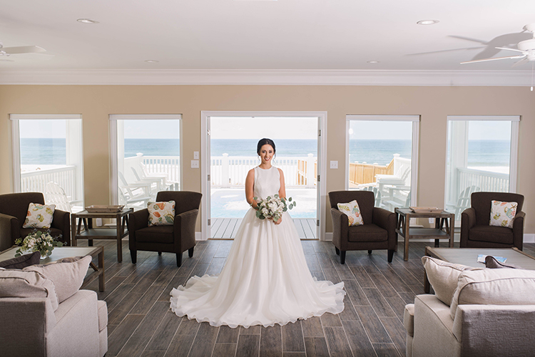 Beach house for bride's wedding | photo by Southern Wedding Pixels | featured on I Do Y'all