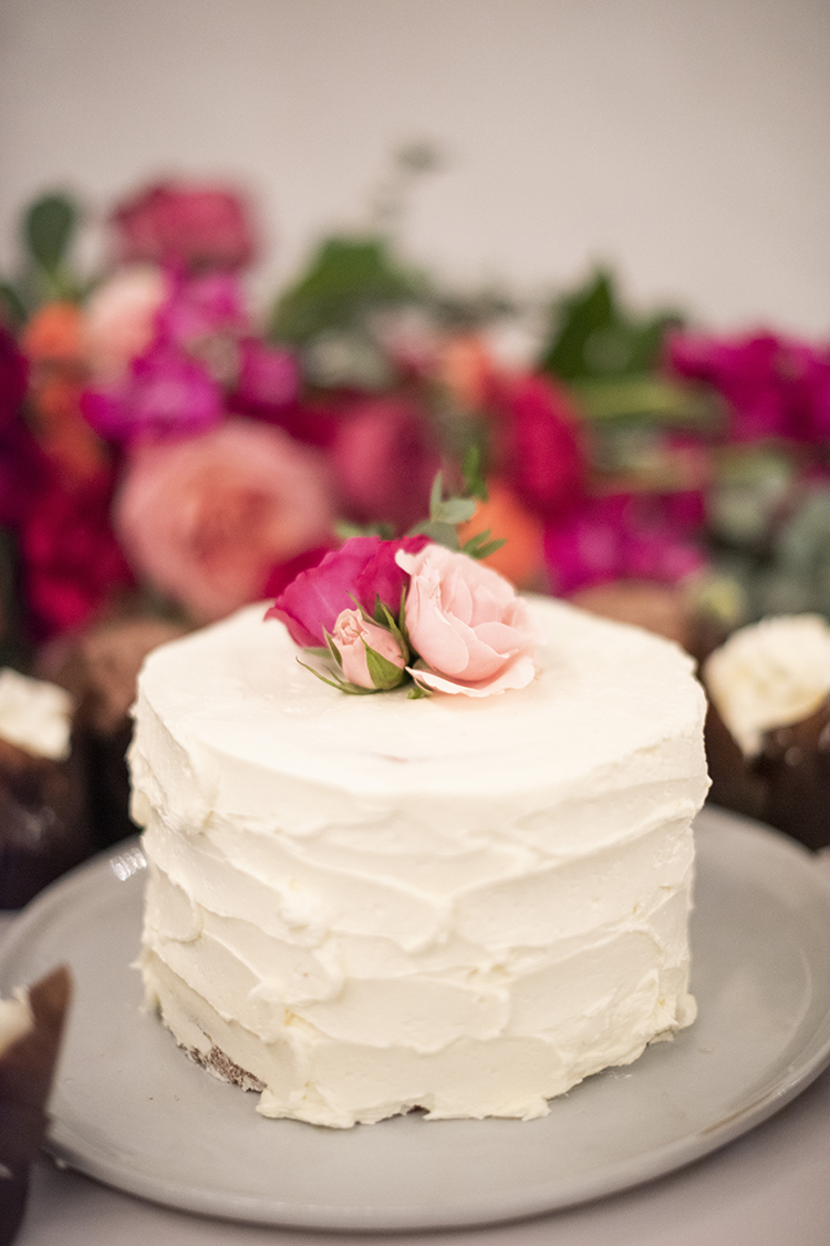 Simple Wedding Cake | photo by Jessica Merithew Photography | featured on I Do Y'all