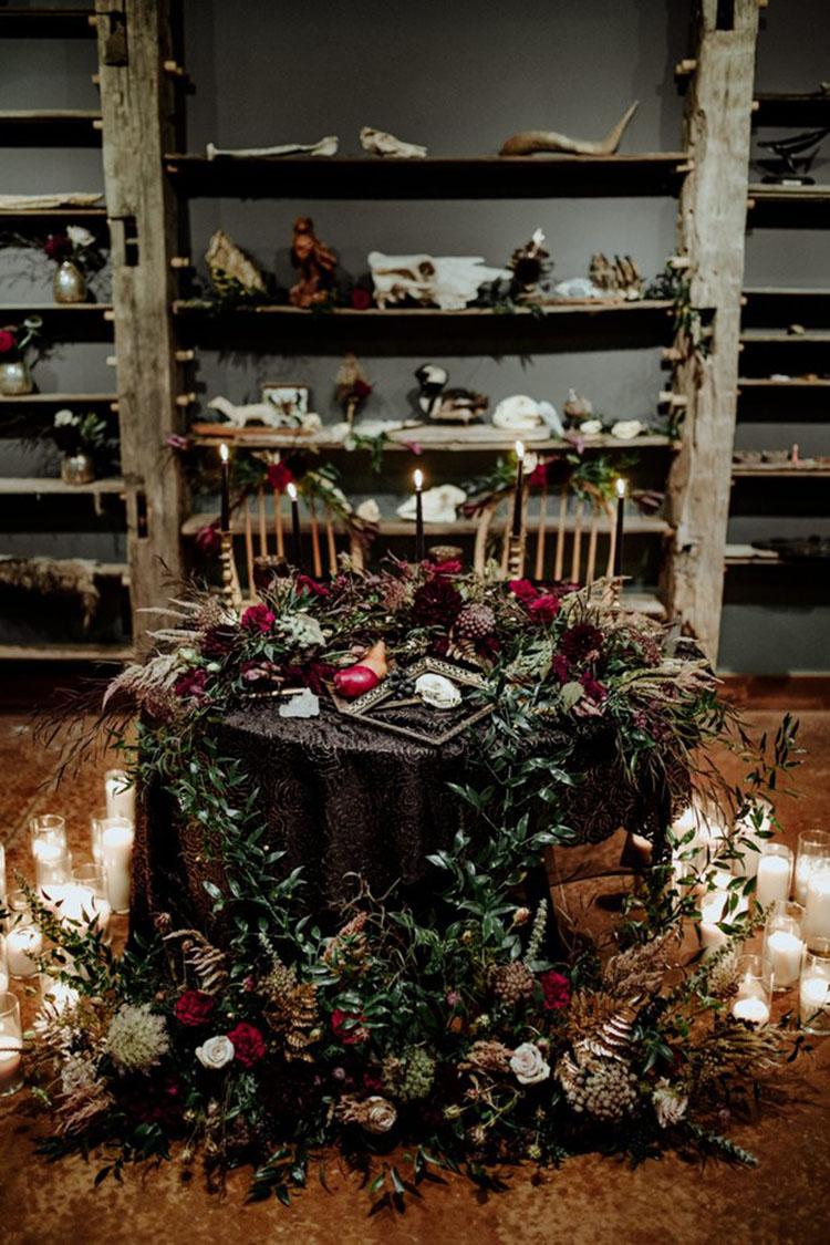 Moody Wedding Sweetheart Table | photo by Little Blue Bird Photography via Wedding Chicks