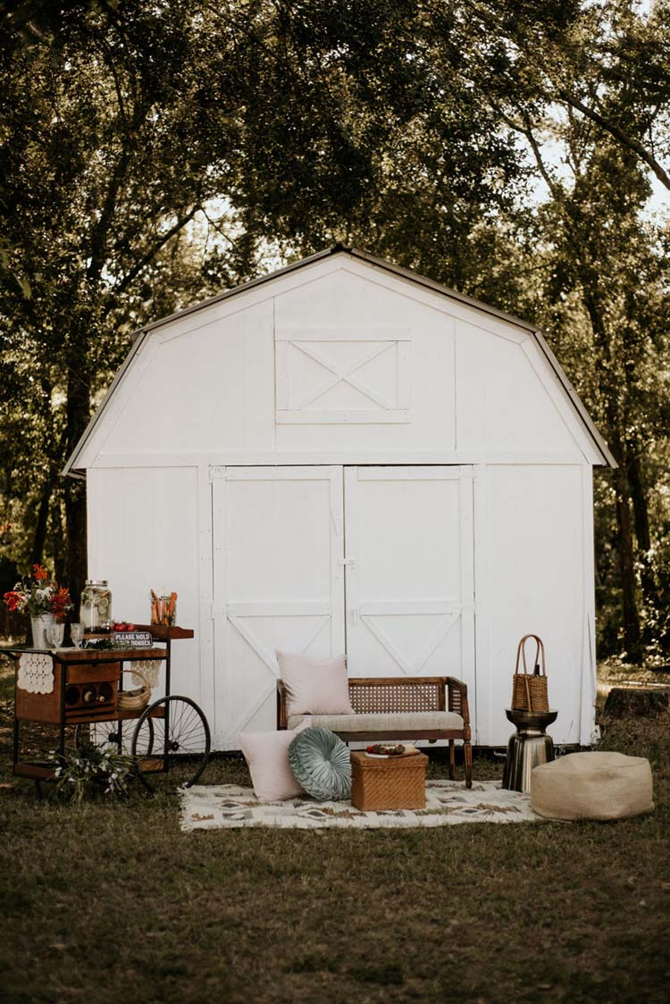 Boho Ranch Wedding Vintage Lounge Area | photo by Shelbi Ann Imagery | featured on I Do Y'all