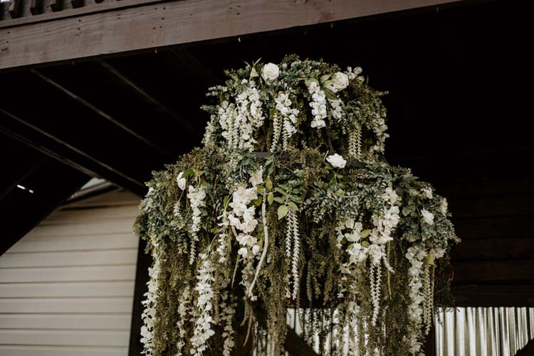 Hanging Greenery & White Floral Centerpiece | photo by Shelbi Ann Imagery | featured on I Do Y'all