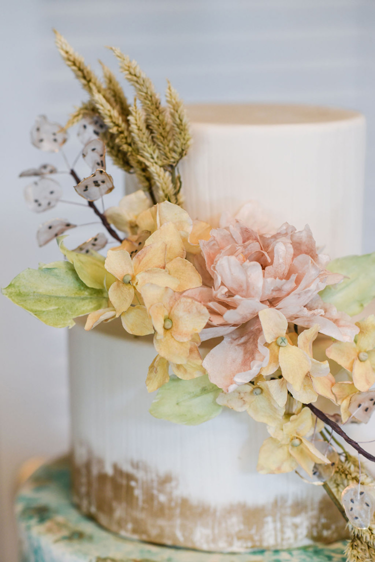 Vintage Inspired Wedding Cake with Edible Sugar Flowers | photo by Radiant Photography by Sydney Danielle
