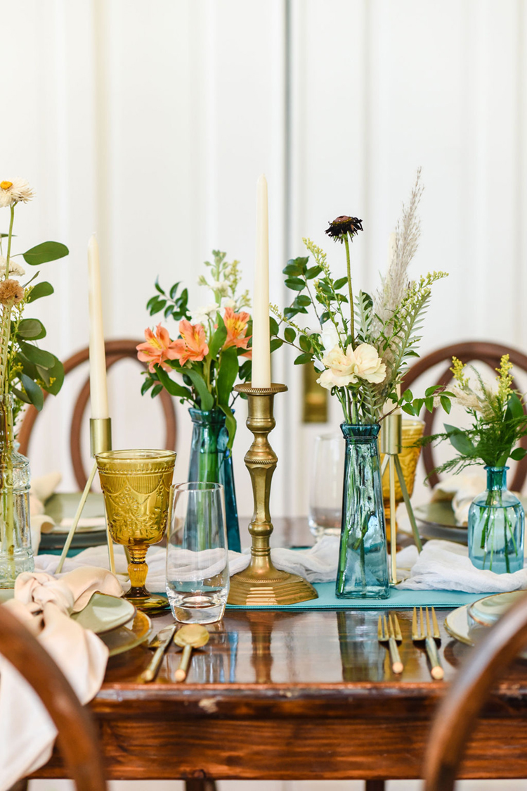 Turquoise & Gold Wedding Decor | Vintage Glasses Wedding Decor | photo by Radiant Photography by Sydney Danielle