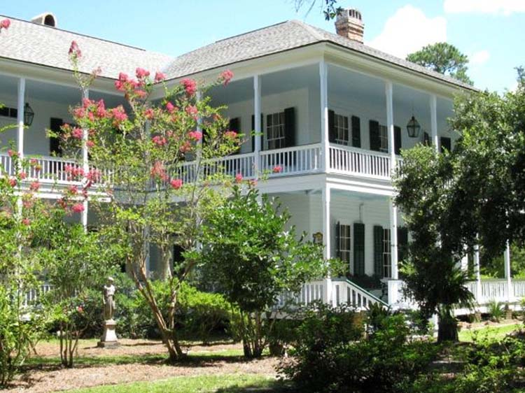 Swift-Coles Historic Home in Bon Secour, Alabama | featured on I Do Y'all