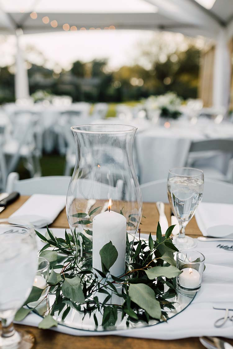 Traditional Meets Modern Florida Wedding Decor | photo by Madison Hope Photography | featured on I Do Y'all
