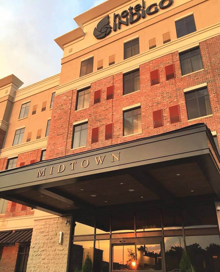 Hotel Indigo Hattiesburg located in the District of Midtown is great for wedding day prep!