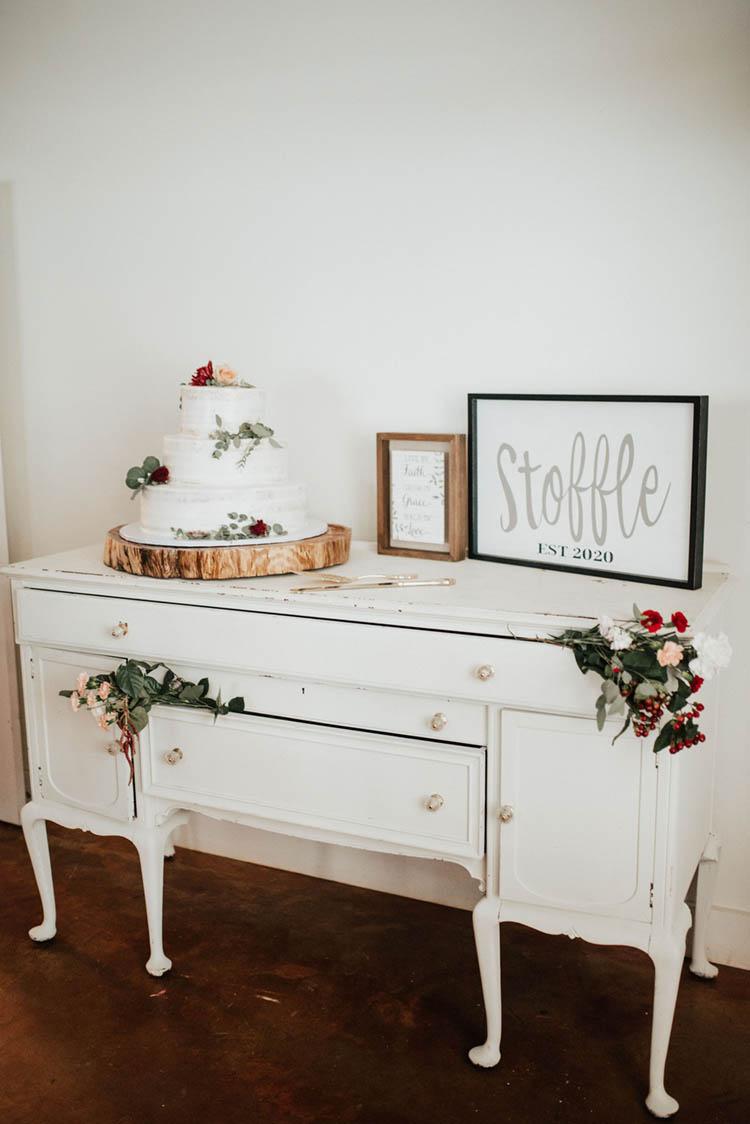 Rustic Vintage Wedding Cake Display | photo by Jessica Lee Photographic Art