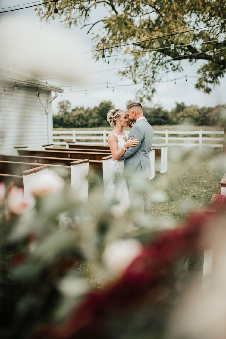 First Look at Gorgeous Burgundy & Pink Fall Wedding | photo by Jessica Lee Photographic Art