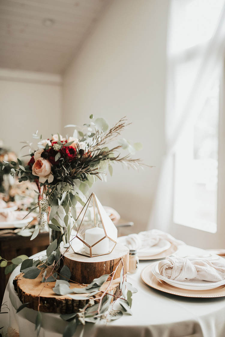 Rustic Meets Modern Wedding Decor with Geometric Candle Holders & Wood Platforms | photo by Jessica Lee Photographic Art