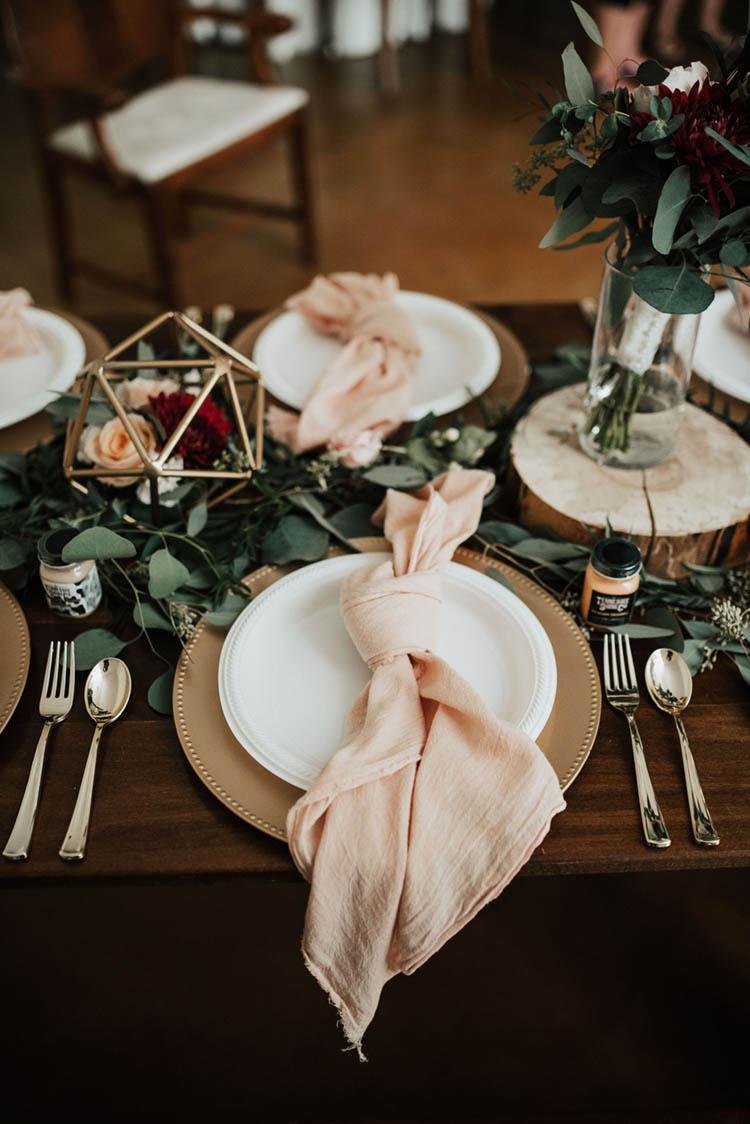 Tied Pink Linen Wedding Napkins Wedding Decor | photo by Jessica Lee Photographic Art