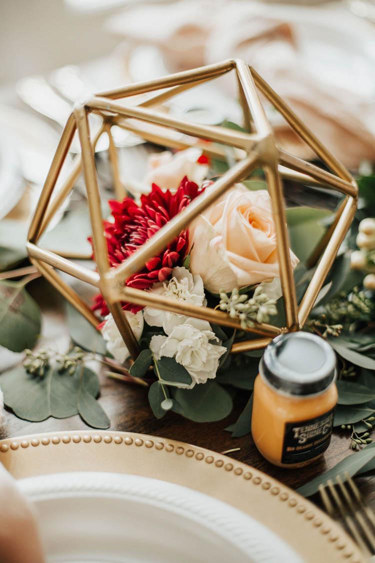 Geometric Gold Wedding Decor | photo by Jessica Lee Photographic Art