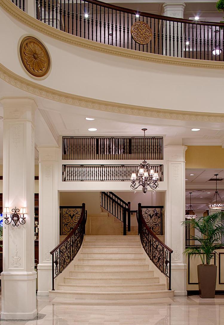 Elegant Hotel Lobby for Wedding Weekend | King Edward Hotel in Jackson, Mississippi